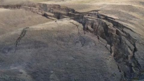 Huge crack in earth mysteriously opens in Wyoming