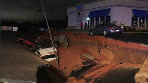Massive Sinkhole Swallows Fifteen Vehicles at IHOP in Mississippi