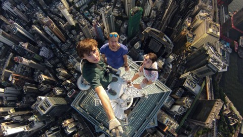 Crazy Highrise Hong Kong Selfie Will Make You Very, Very Uncomfortable