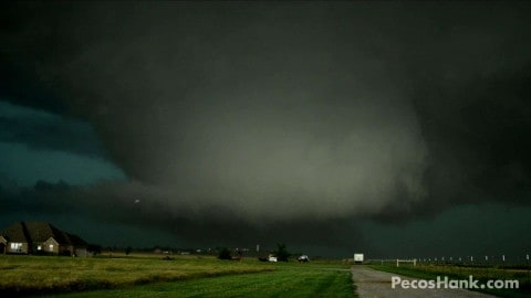 Frightening Video of Largest Tornado Ever – 2.6 Miles Wide
