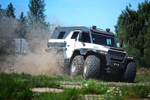 This Russian Made 8WD is the King of Tearing Up Trails