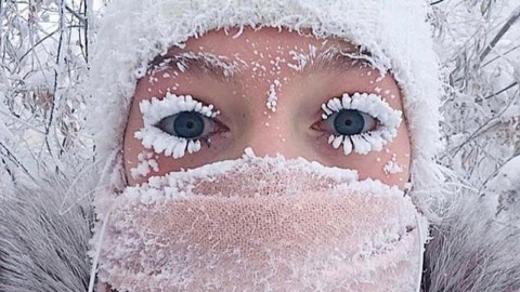 It's So Cold In The World's Coldest Village That The Thermometer Broke And People's Eyelashes Are Freezing