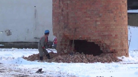 VIDEO: This Chimney Demolition Takes Nerves Of Steel