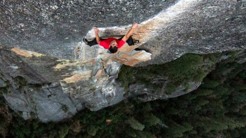 Madman Free Climbs El Capitan With Zero Safety Gear